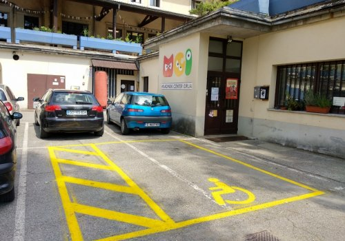 Dobili smo parkirno mesto namenjeno invalidom